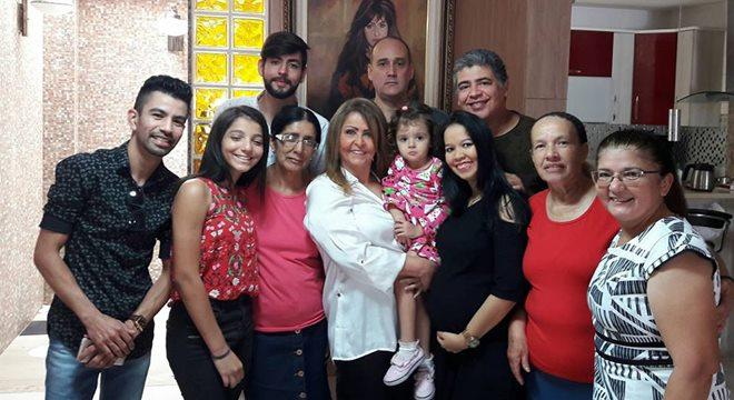 Shirley Carvlhaes em família