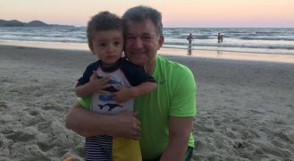 Pastor José Wellington Bezerra Júnior e seu neto