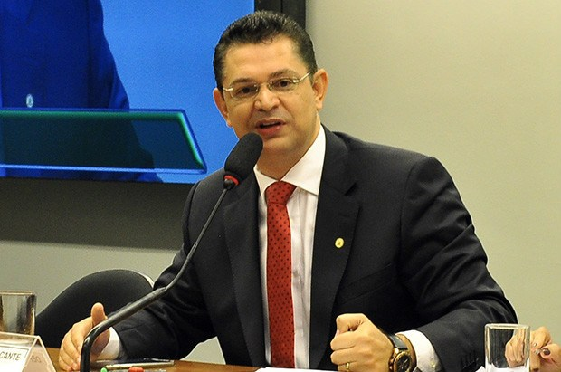 Sostenes Cavalcante