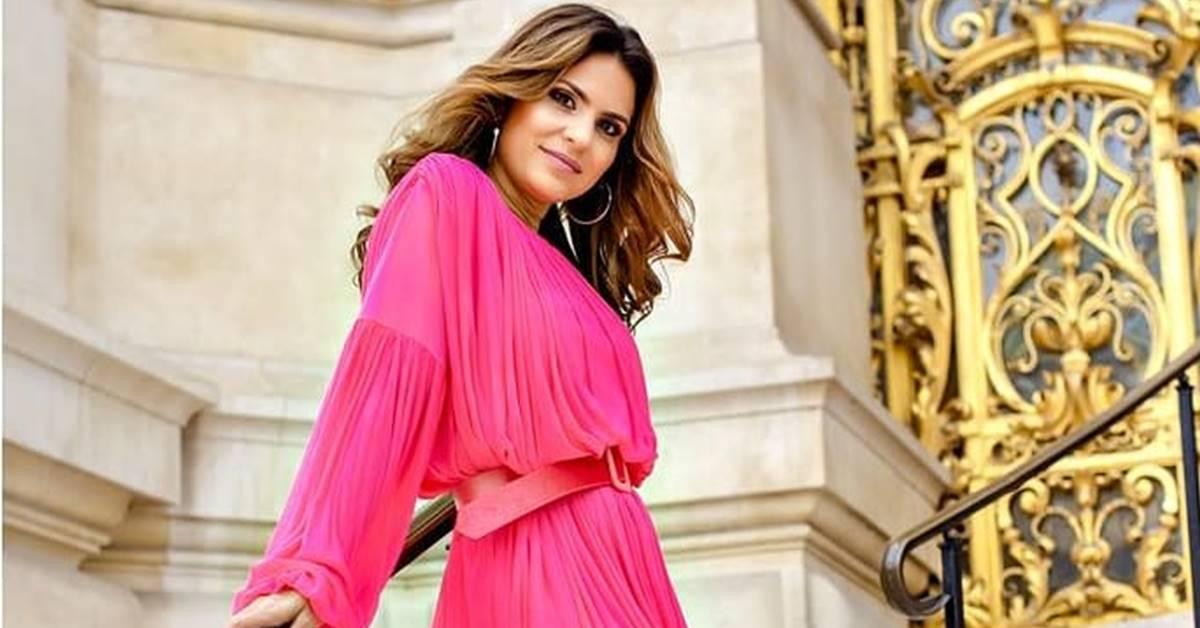 Aline Barros ostenta carro de R$800 mil  e é bombardeada na web