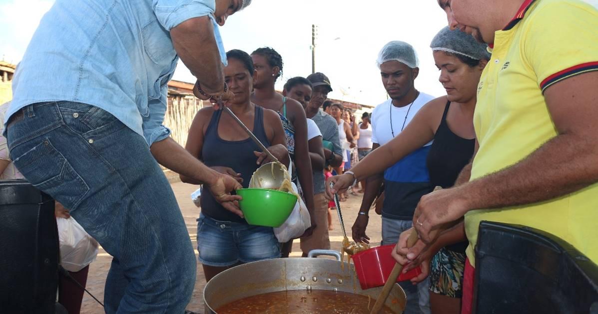 Assembleia de Deus Belém realiza entrega de sopa para mendigos