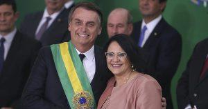 Presidente Jair Bolsonaro e a ministra Damares Alves