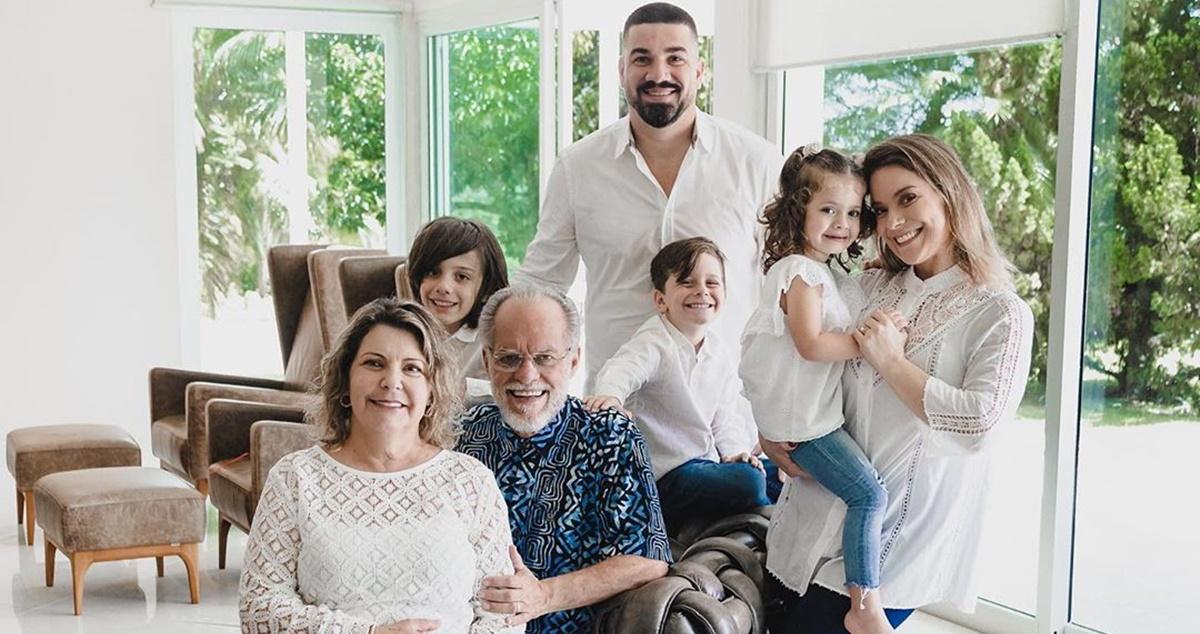 Mariana Valadão e família (Reprodução)