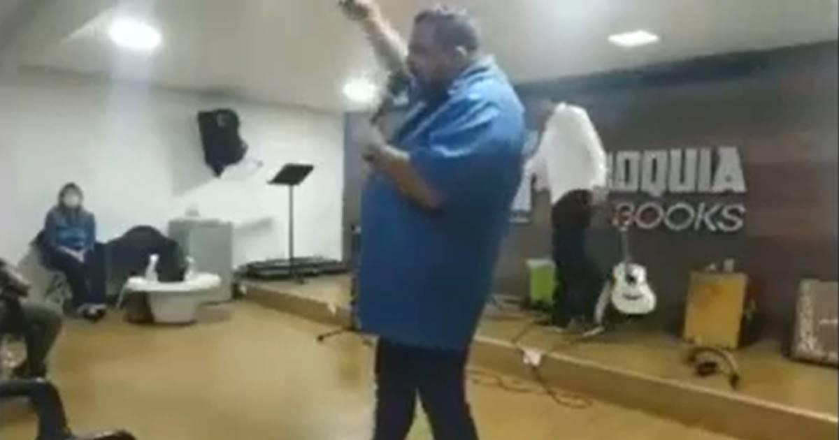 Pastor fala palavrão no culto (Reprodução)
