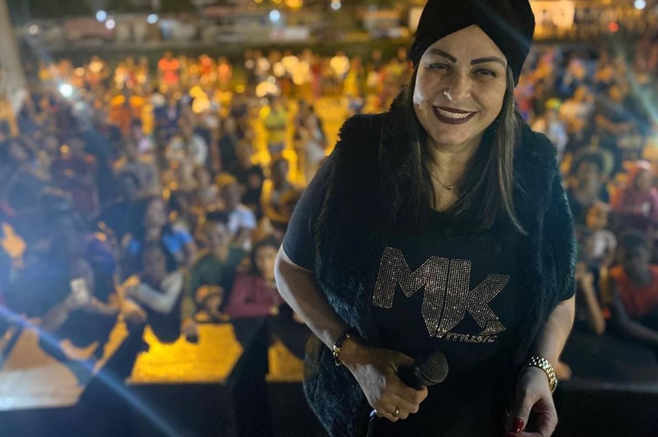 """Beatriz aparece usando camiseta da MK após ser """"expulsa"""" da gravadora"""