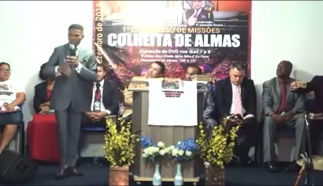 Pastor Francisco durante ministração