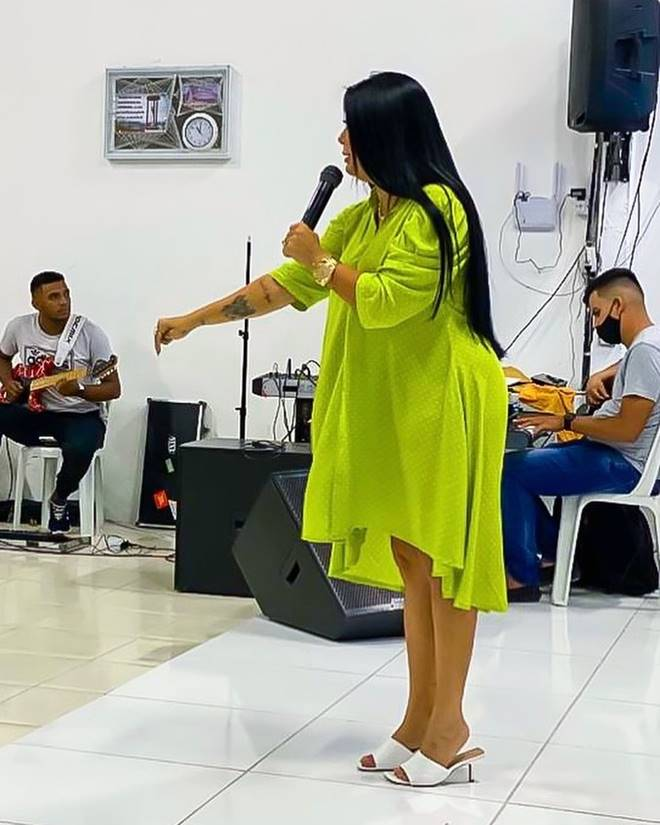 Renalida Carvalho ministrando