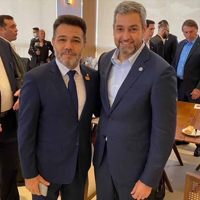 Marco Feliciano ao lado do presidente do Paraguai