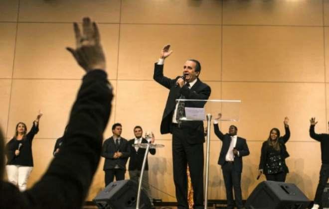 """Pastor fala palavrão durante pregação na igreja de Malafaia; """"Porra da foto"""""""