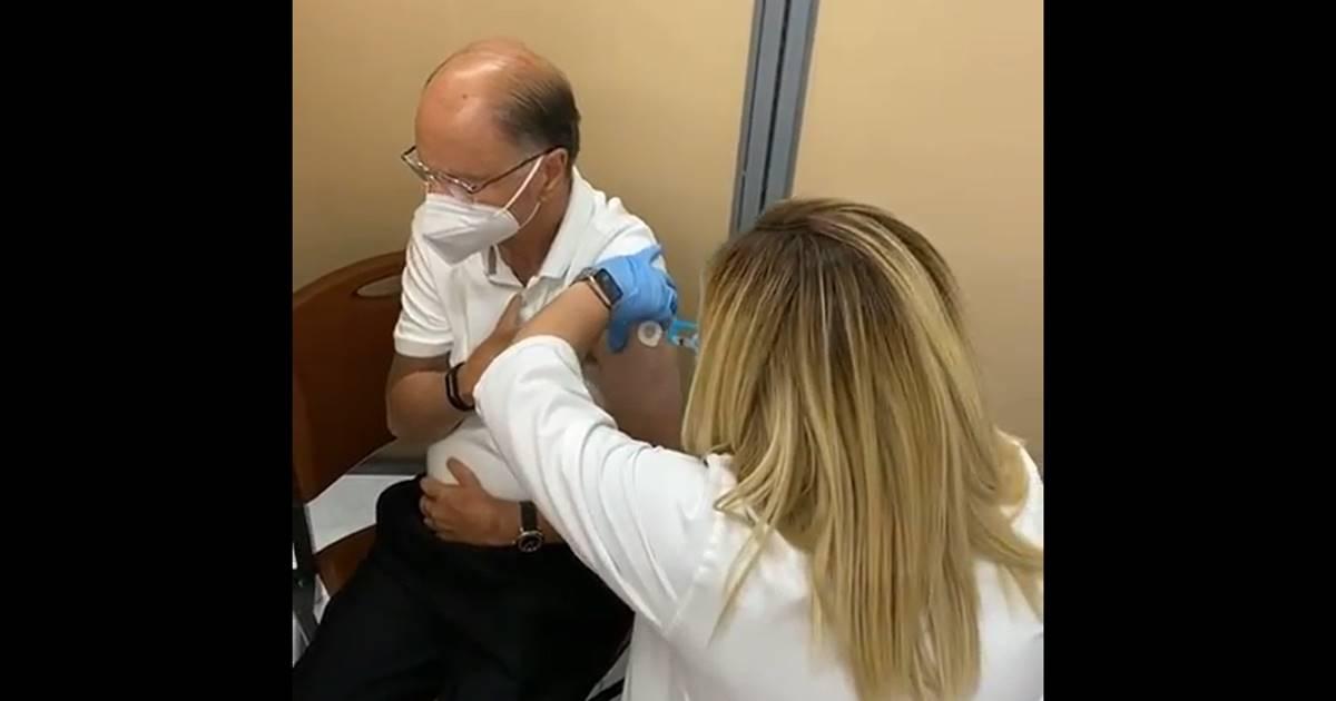 Edir Macedo e esposa são vacinados contra a Covid-19
