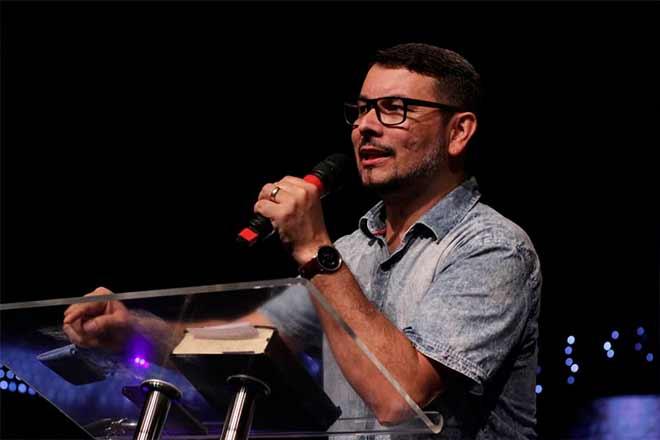 Pastor é acusado de manter relações com fiel casada por 4 anos