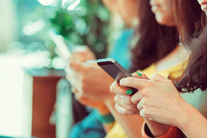 Evangélicos ganham até R$100 por dia assistindo vídeos no celular