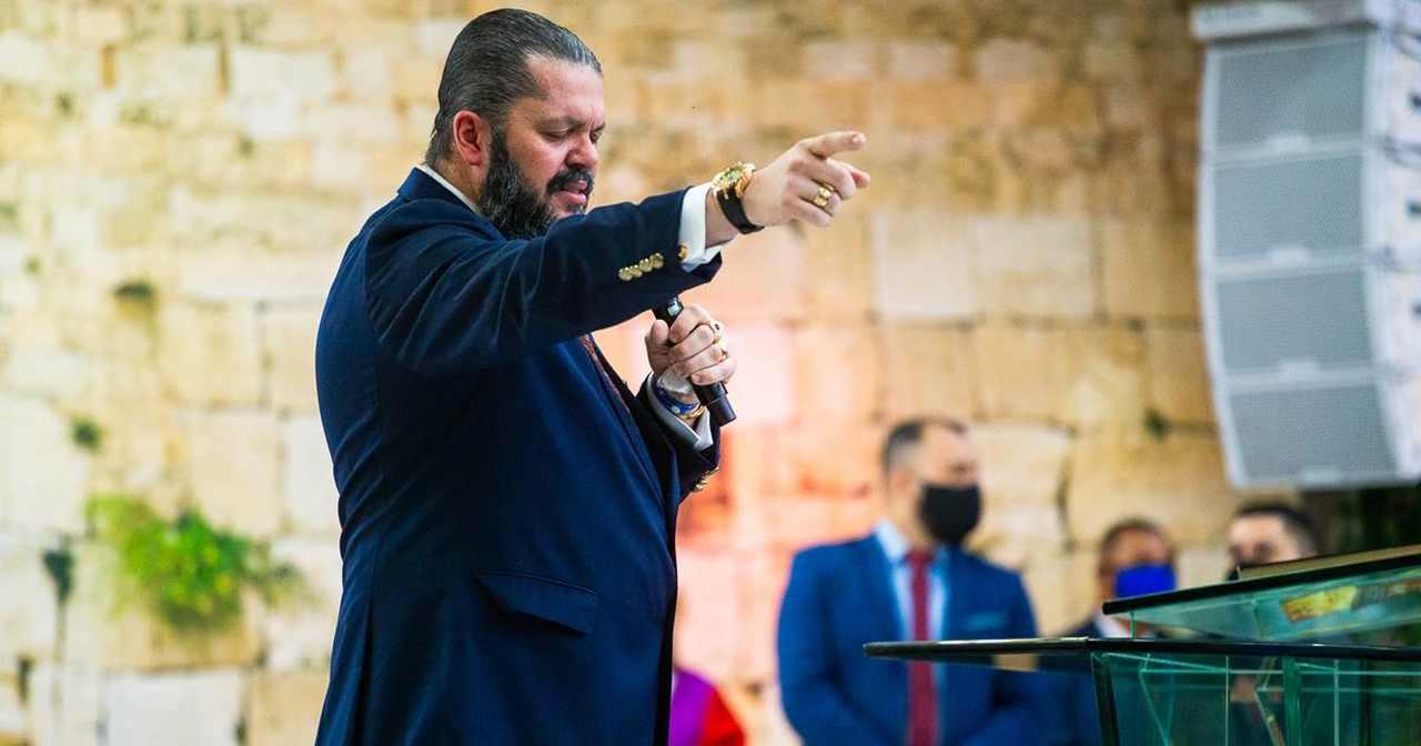 Em meio a conflitos, Agenor Duque vai a Israel para realizar ato profético
