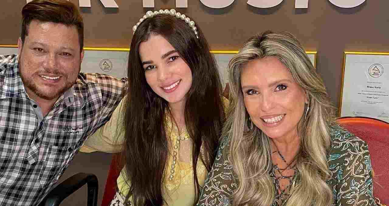 """MK contrata amiga e possível """"sucessora"""" de Amanda Wanessa"""