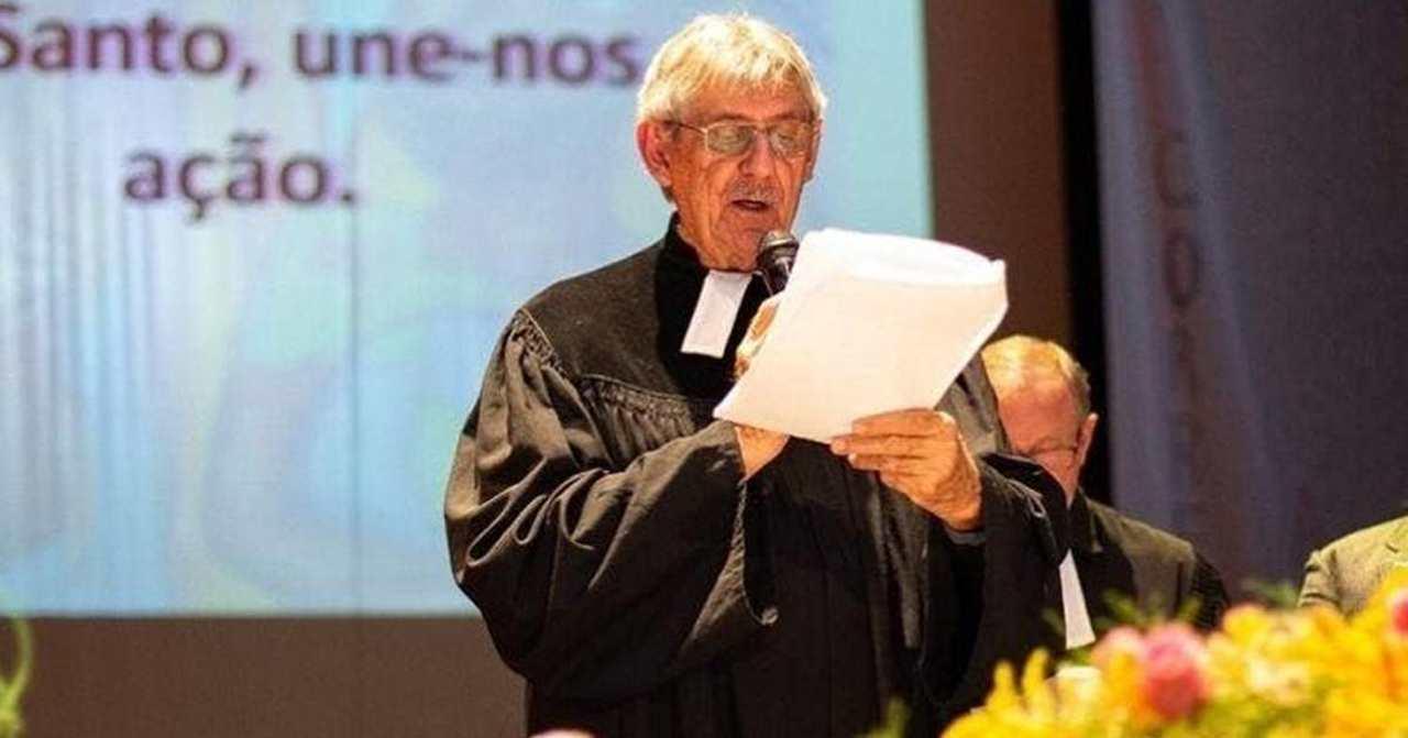 """Pastor também assinou """"superpedido"""" de impeachment contra Bolsonaro"""