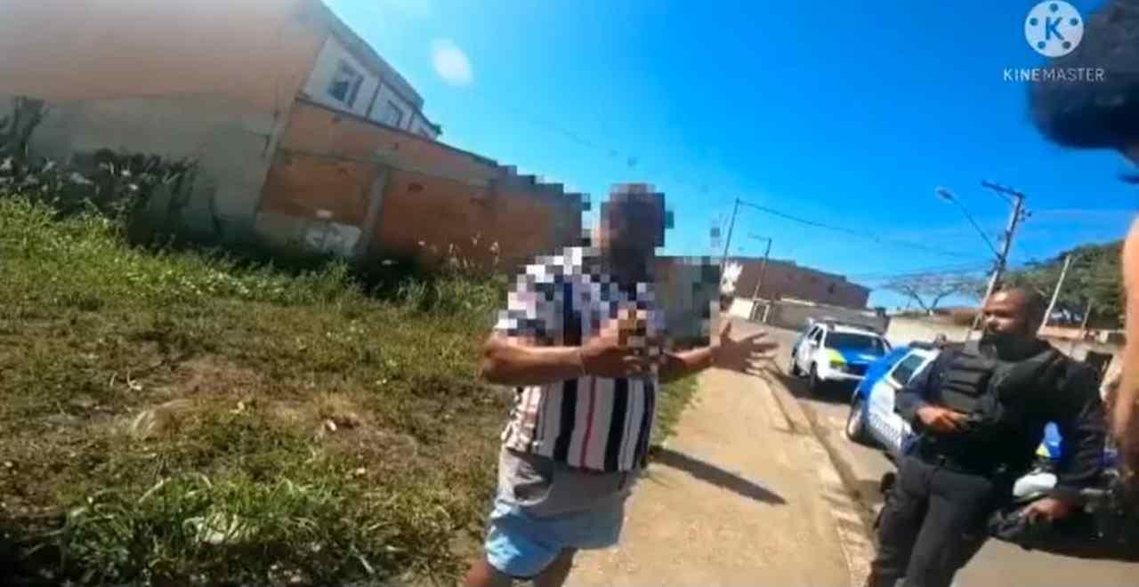 """Ao ser detido com moto adulterada, homem fala em """"línguas estranhas"""""""