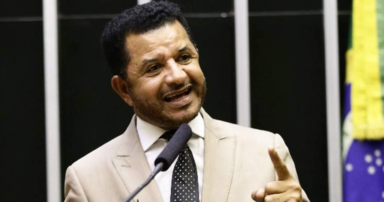 Abílio Santana apresenta PL que pune quem destrói a bandeira do Brasil