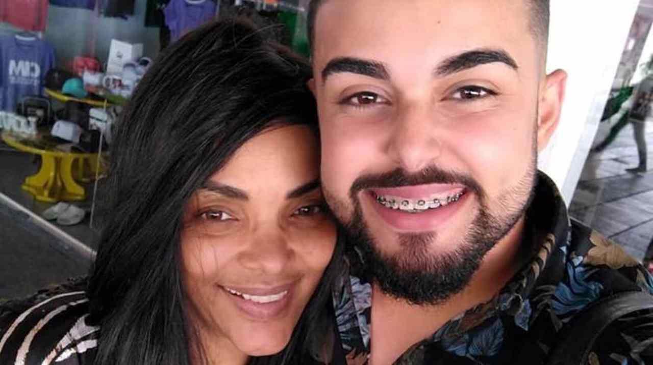 Namorado de Flordelis se declara para ela um mês após prisão