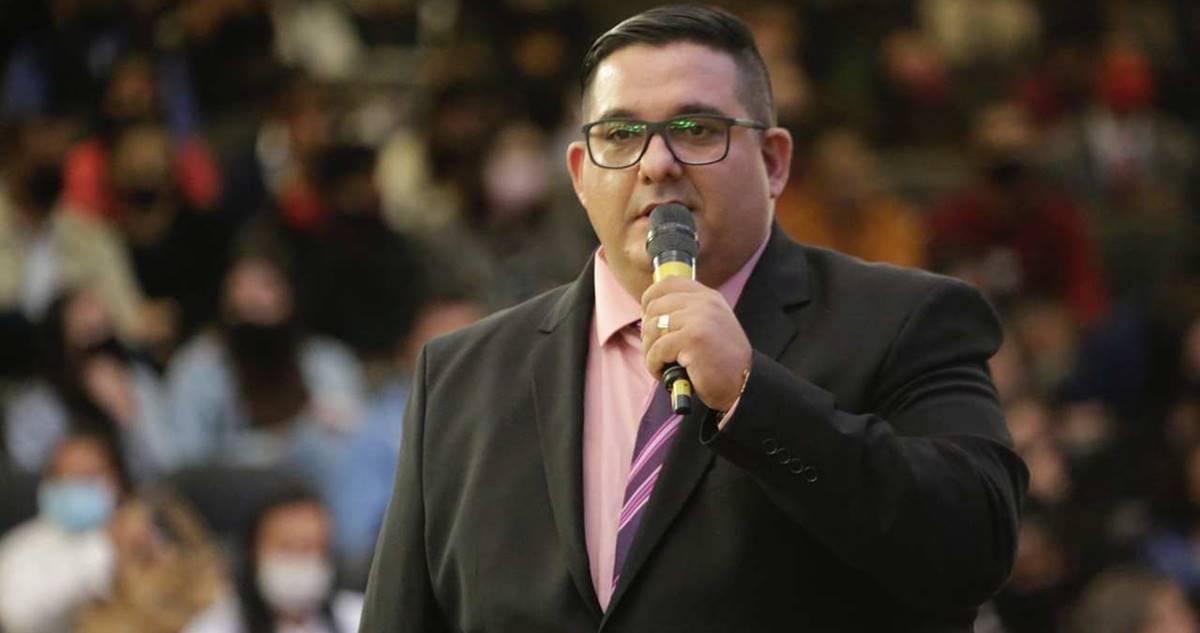 Pastor Renato Cesar prega na maior vigília do Brasil